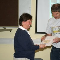 2010_Winter_AGM_Derek_giving_livestock_prize_to_TraceyD